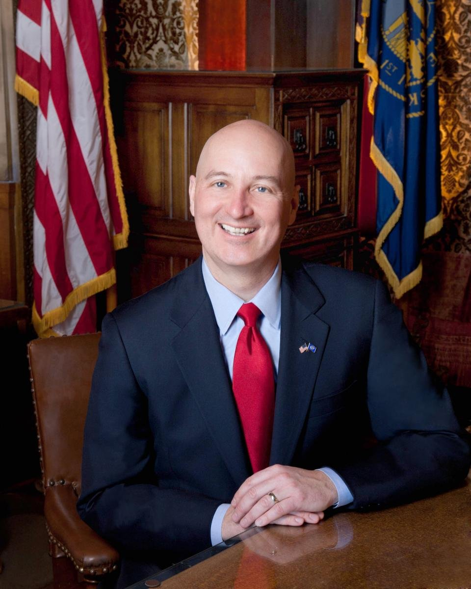 Governor urges organizations to end pandemic restrictions
