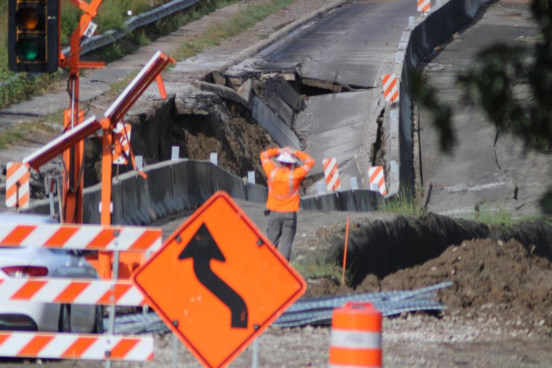 Stormwater sinks Highway 1 at Murray